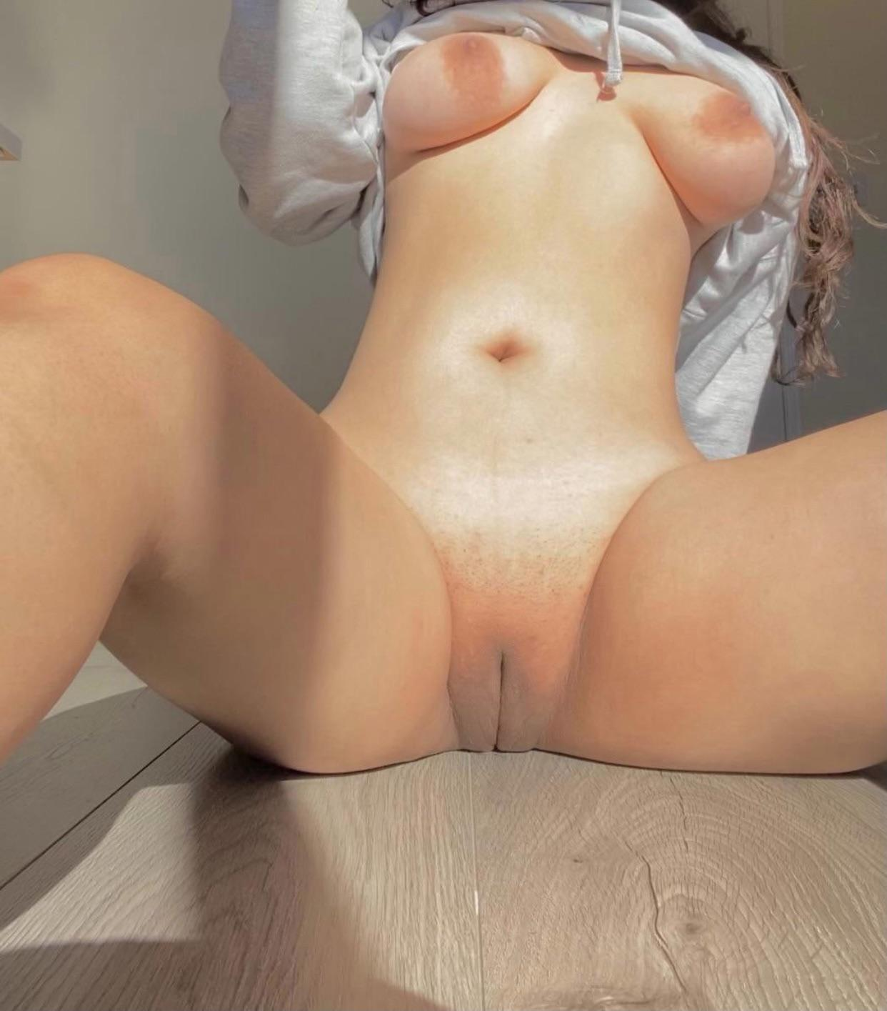 who wants juicy & japanese pussy?