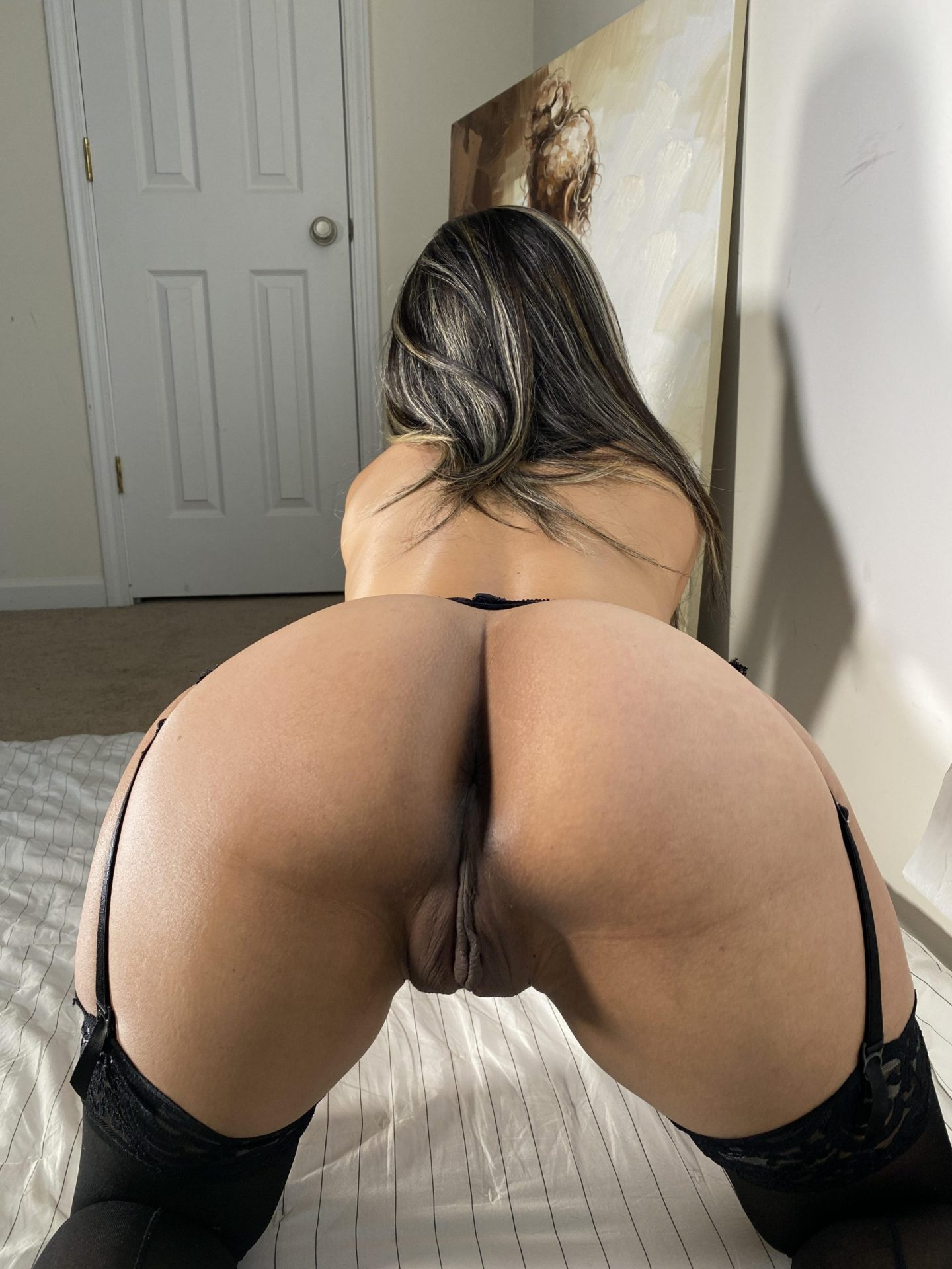 My phat ass need to get fuck, would you help me?