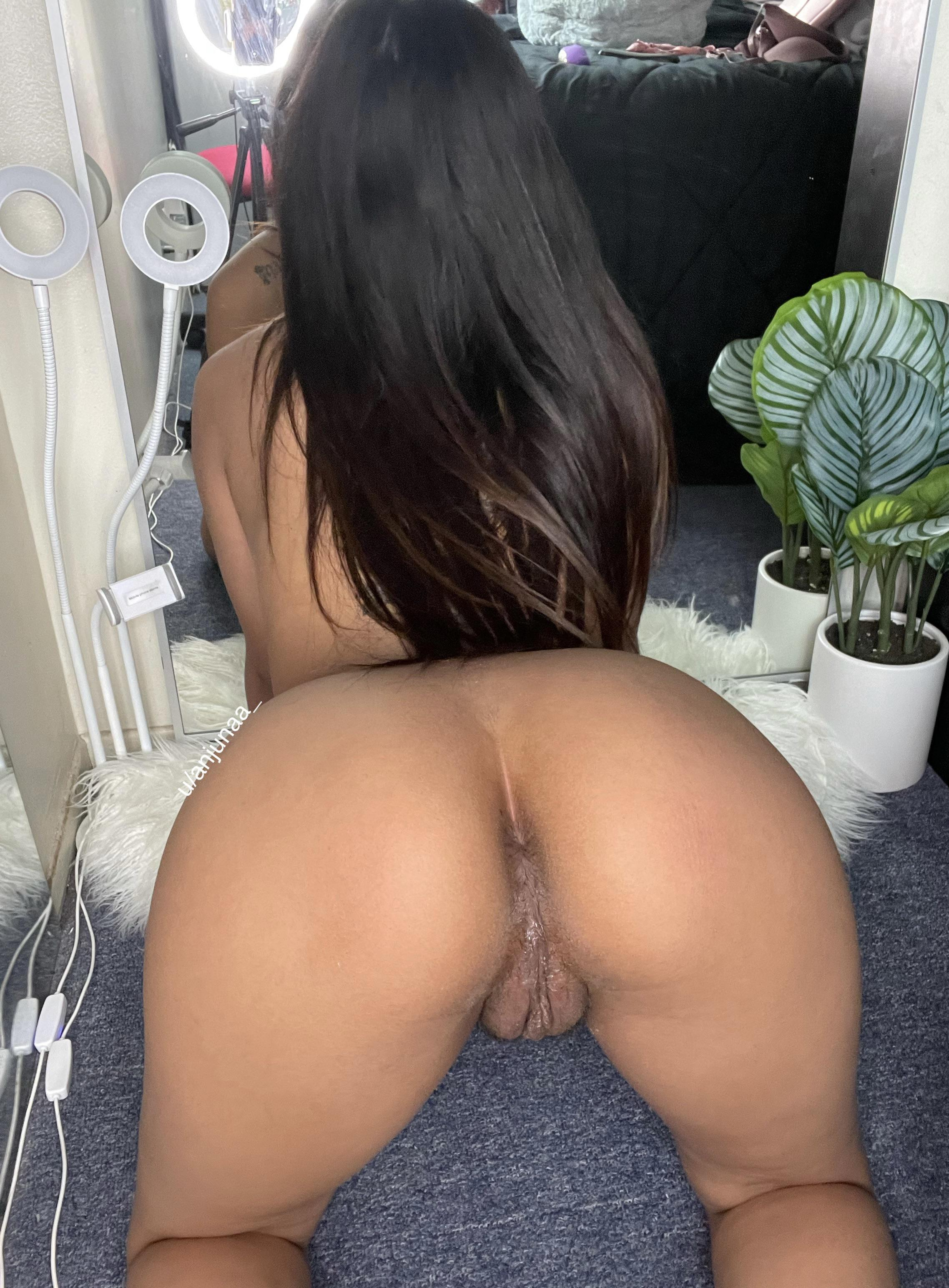 One of our naked asian pics called does a fat pussy turn you on?