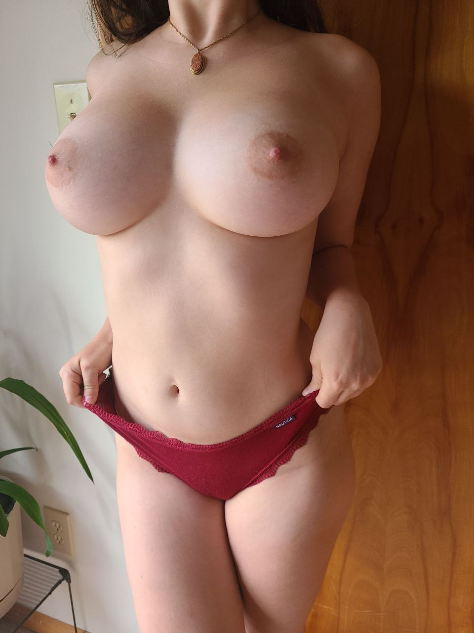 I'm small but my tits aren't (18f)