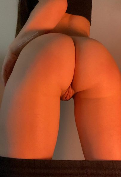 One of our naked asian pics called I have a juicy peach for you 🍑